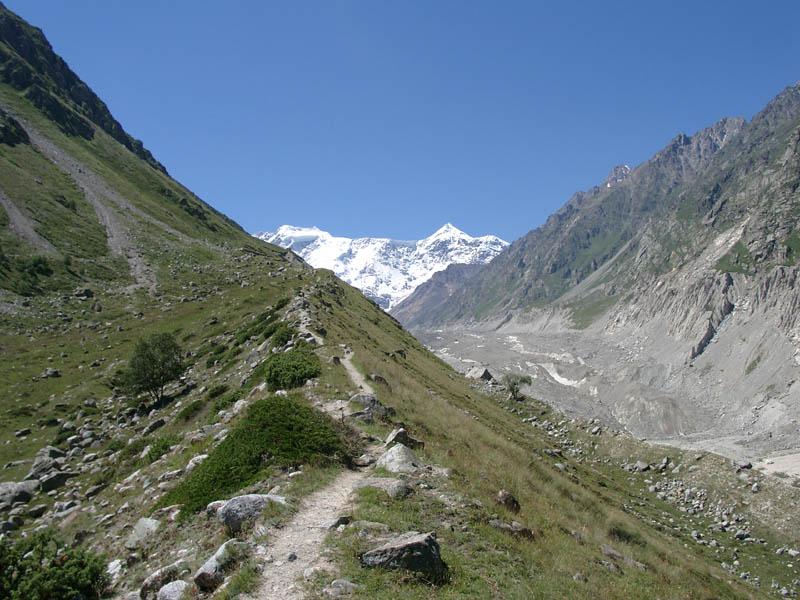 Вид на Безенгийскую стену с альплагеря
